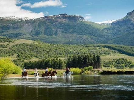 Randonnée à cheval en Patagonie - traversée lac